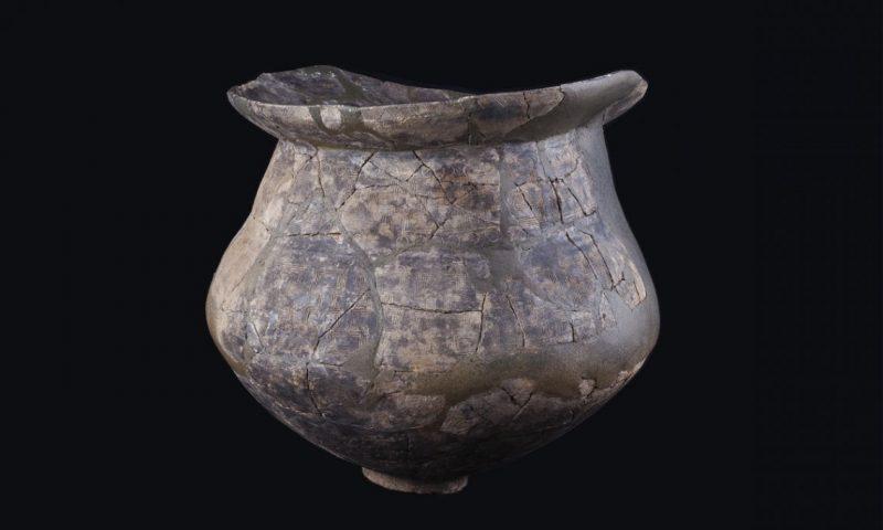 Urna de incineración, cerámica realizada a mano, necrópolis del Pi de la Lliura (Vidreres, la Selva), Bronce final, 1100-850 a. C.