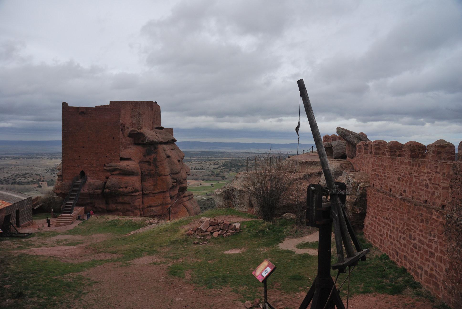 El castillo de Peracense: recinto intermedio
