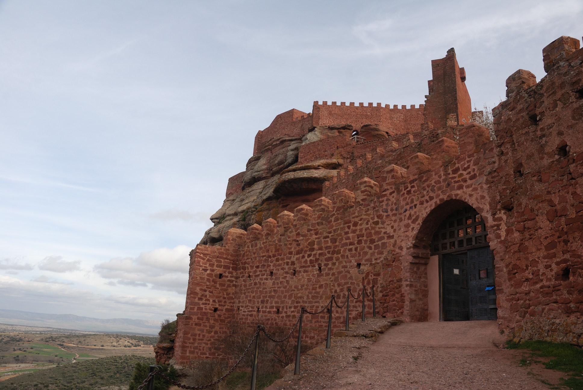 El castillo de Peracense: Puerta de acceso