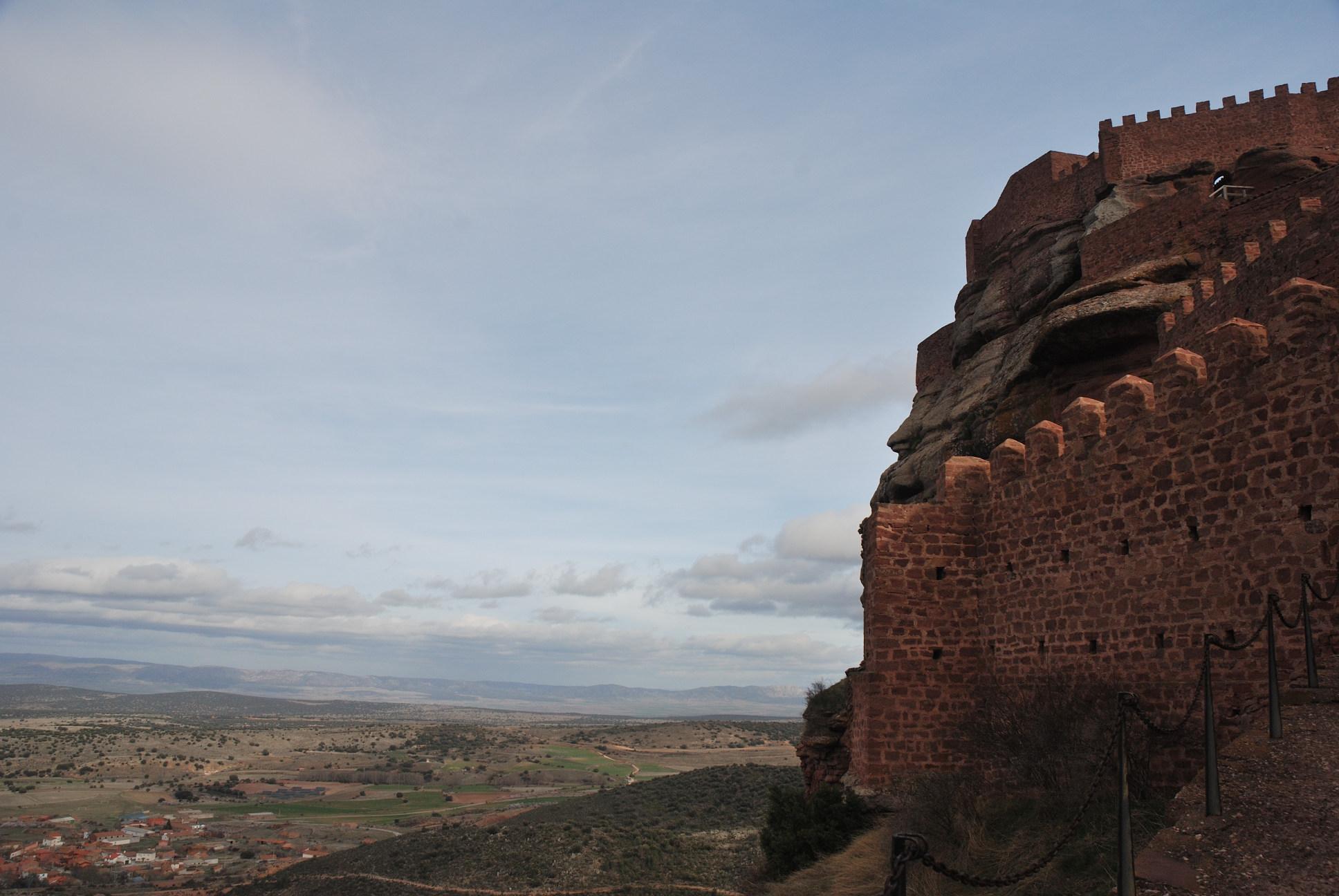 El castillo de Peracense:: Vista desde la puerta de acceso.
