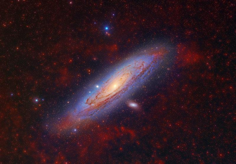 Galaxia Espiral de Andrómeda (M31) y Galaxias Satélite (M110 y M32). Autor: D. López ©IAC