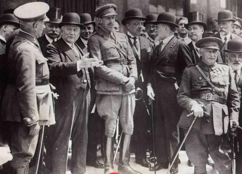 Alfonso XIII, Primo de Rivera y Gaston Doumergue, presidente de Francia, en la inauguración de Canfranc