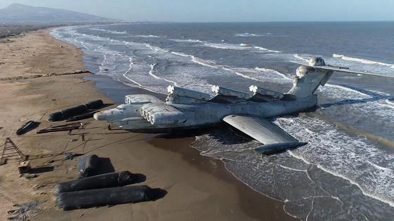 El «Ekranoplano varado en las costas del Mar Caspio
