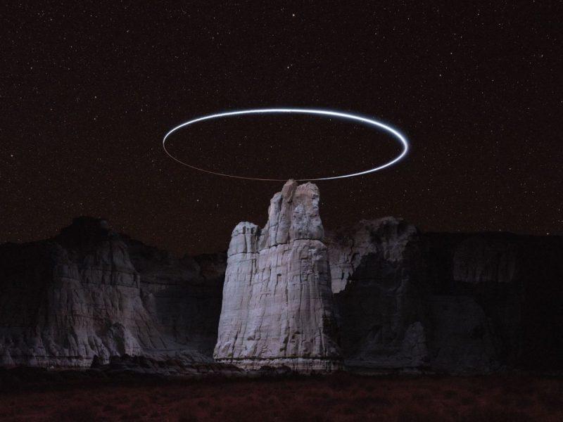 Lux Noctis drones que iluminan mundos remotos