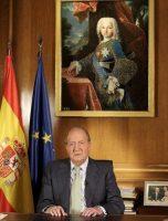 Retrato. Don Juan Carlos compareció ayer bajo el cuadro de Felipe I de Parma (1720-1765), infante de España como hijo de Felipe V, el primer Borbón español, y fundador de la dinastía Borbón-Parma.