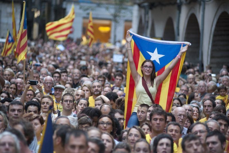 People demonstrate at town hall square against the Spanish Tribunal Constitutional prohibition of the November Catalonian independence referendum, in Gerona, Catalonia. (Robin Townsend / EPA)
