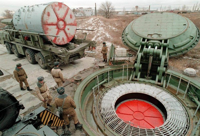 This file picture dated 1998 shows a Russian Army missile launch pad during a display of the replacement of a nuclear missile by another at the Tamanskaya division, Saratov region. (-/AFP)
