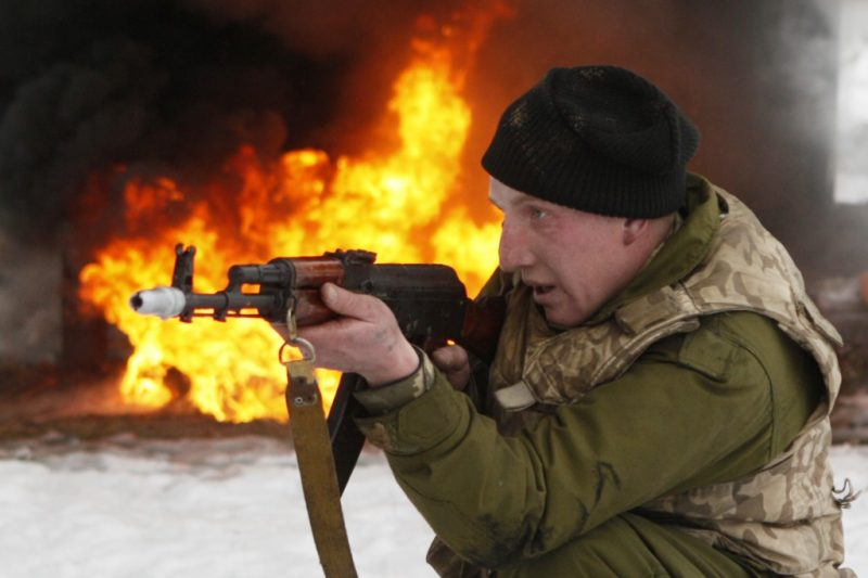 """A newly mobilized soldier trains with a weapon at the 169th training center of Ukrainian ground forces """"Desna"""" in the Chernihiv region, Feb. 13, 2015. REUTERS/Valentyn Ogirenko"""