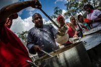 Simpatizantes del Presidente Maduro en un evento con comida gratuita auspiciado por el gobierno de Venezuela