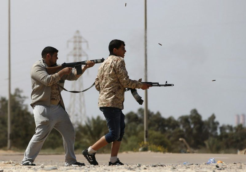Fighters from Misrata fire weapons at Islamic State militants near Sirte, March 15, 2015. Militants loyal to Islamic State, the group which has seized much of Iraq and Syria, have established a larger presence in central Libya in recent weeks. REUTERS/Goran Tomasevic