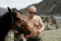 Vladimir Poutine en vacances à Kyzyl, le 3 août 2009. ALEXEY DRUZHININ.AFP