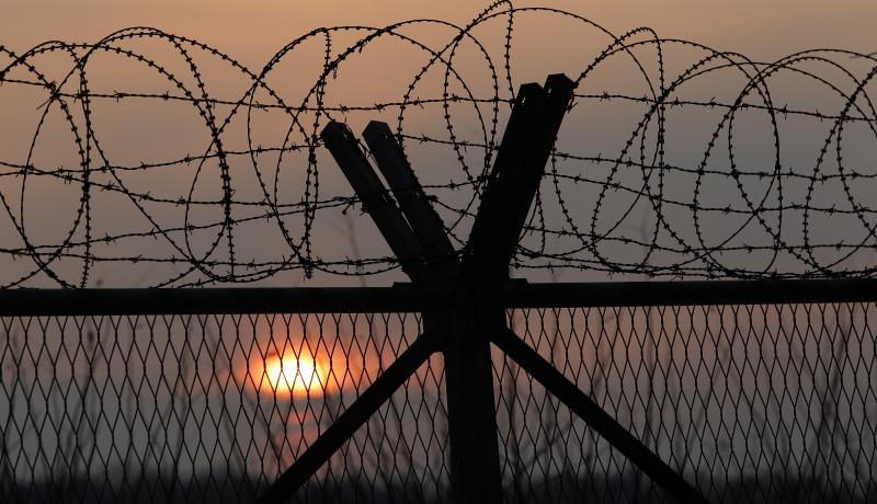 A barbed wire fence at a military check point near the DMZ separates South and North Korea on 6 January 2016. Photo by Getty Images.