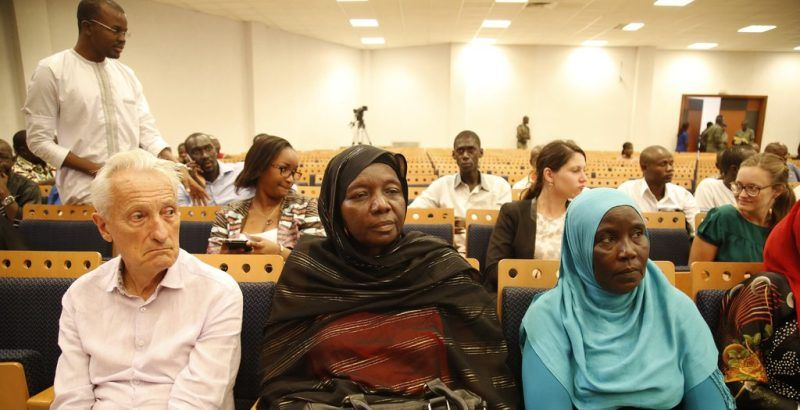 Des proches de victimes de l'ancien président tchadien Hissène Habré assistant à une séance du tribunal spécial cré pour le juger, à Dakar, au Sénégal. Credit Cemil Oksuz/Anadolu Agency, via Agence France-Presse