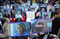Protesters rallied in front of the Japanese Embassy in Seoul after the comfort women agreement was announced in December. Credit Yang Ji-Woong/European Pressphoto Agency