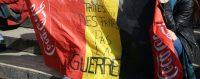 «Faites des frites, pas la guerre», clame ce drapeau belge en hommage aux victimes des attentats du 22 mars. © Sylvain Lefevre