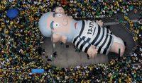 """Un muñeco inflable conocido como """"Pixuleco"""" de expresidente Luiz Inácio Lula da Silva en una protesta contra Dilma Rousseff en las calles Sao Paulo Paulo Whitaker/Reuters"""