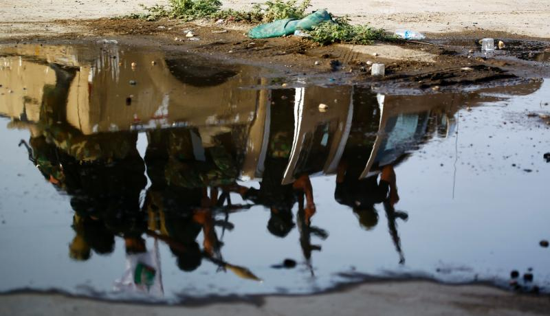 The reflection of members of Saraya al-Salam, a group formed by Iraqi Shia Muslim cleric Moqtada al-Sadr, as they prepare to reinforce government forces in the fight for control of Fallujah. Photo by Getty Images. - See more at: https://www.chathamhouse.org/expert/comment/fallujah-offensive-will-lay-bare-need-local-support#sthash.A4qGwmKJ.dpuf