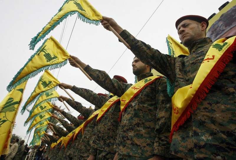 Des combattants du Hezbollah lors de la cérémonie funéraire du commandant Ali Fayyad, à Ansar, Sud-Liban, le 2 mars. PHOTO Mohammed Zaatari. AP