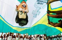 Des manifestants hostiles à la présidente Dilma Rousseff dans les rues de Rio, le 12 avril. Photo Ricardo Moraes. Reuters