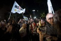 Des militants célèbrent la victoire de Virginia Raggi, dimanche, à Rome. Photo Antonio Masiello. NurPhoto. AFP