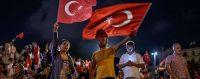 Dimanche soir, nouvelle manifestation de soutien au président Erdogan, place Taksim, à Istanbul. © AFP or licensors / OZAN KOSE