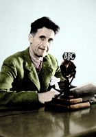 Le romancier anglais George Orwell, en 1943. Photo Effigie. Leemage