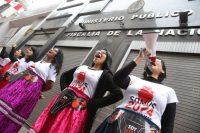 Activistas peruanas volvieron a exigir el mes pasado que se investigue al expresidente Alberto Fujimori y a sus ministros de Salud por las esterilizaciones forzadas durante su gobierno, y que estas sean consideradas como crímenes de lesa humanidad. Ernesto Arias / European Pressphoto Agency