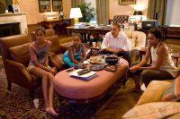 Les Obama et leurs filles, Sasha et Malia, lors de la retransmission de la finale de la Coupe du monde féminine de football entre les Etats-Unis et le Japon, à la Maison Blanche, le 17 juillet 2011. Photo Pete Souza. The White House.