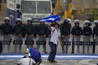 Un hombre en una protesta en contra de la corrupción el 19 de septiembre de 2015, en Tegucigalpa Credit Gustavo Amador/European Pressphoto Agency
