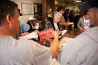 Muchos latinos residentes en Estados Unidos iniciaron su proceso de naturalización para participar en las próximas elecciones presidenciales. Credit Theo Stroomer para The New York Times