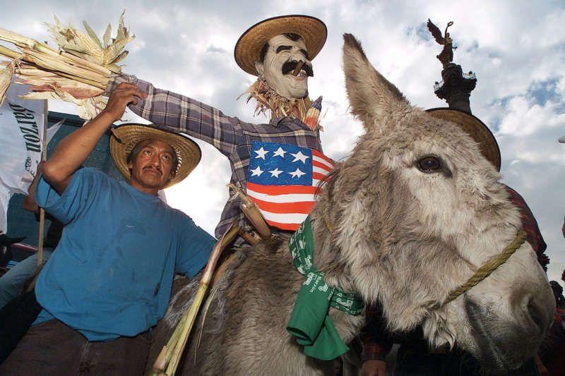 Campesinos mexicanos se manifestaron en contra del Tratado de Libre Comercio de América del Norte, en 2003. Daniel Aguilar/Reuters