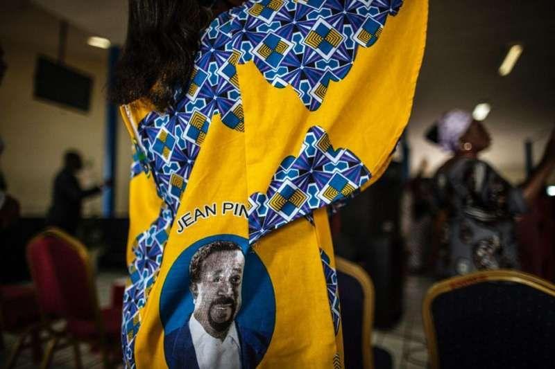 Une supportrice de l'opposant Jean Ping, à Libreville, le 4 septembre 2016. Photo Marco Longari. AFP