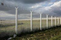 Dans la zone industrielle des Dunes, à côté de la «jungle» de Calais, en juin. Photo Aimée Thirion