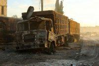 L'un des camions d'aide humanitaire touché par une frappe aérienne, mardi à Uram al-Kubra, près d'Alep. Photo Ammar Abdullah. Reuters