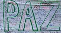 Pintada a favor de la paz en una pared situada frente al Congreso de Colombia. JOHN VIZCAINO (REUTERS)