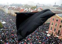 Manifestation en faveur du droit à l'avortement, à Varsovie, en Pologne, lundi. Photo Janek Skarzynski. AFP
