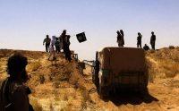 Image tirée d'un compte Twitter jihadiste montrant des troupes de l'EI à la frontière irako-syrienne, le 9 juin 2014. Photo AFP