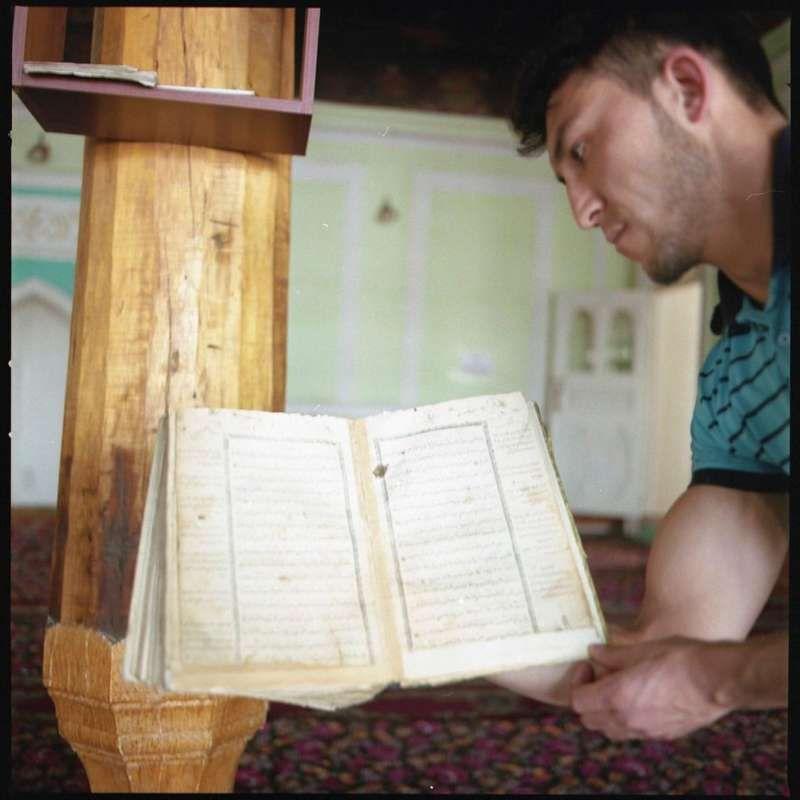 Man holds a Quran in a mosque in an Uzbek mahalla (neighbourhood) of Osh, March 2016. CRISIS GROUP/Julie David de Lossy