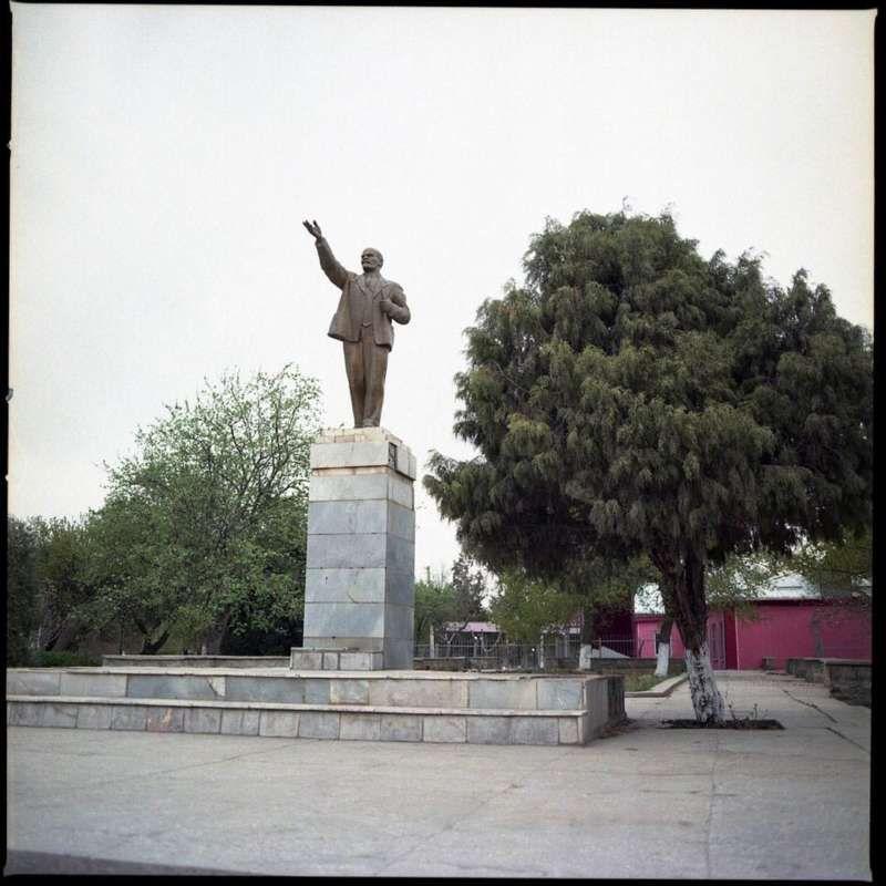 Lenin statue in Batken, March 2016. CRISIS GROUP/Julie David de Lossy