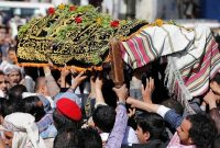 Mourners carry the coffin of Abdul Qader Helal, the mayor of Sanaa, the capital of Yemen, who was killed by an apparent Saudi-led air strike that ripped through a wake attended by some of the country's top political and security officials in Sanaa, October 10, 2016. REUTERS/Khaled Abdullah