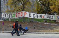 Pancarta contra el tratado CETA colocada cerca del Parlamento de Valonia. /J. THYS (AFP)