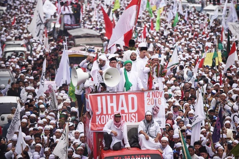 Hundreds of thousands of people rallied against Ahok earlier this month. Antara Foto Agency/Reuters