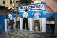 Public toilets in the city of Varanasi in India. Jorge Royan, CC BY-SA