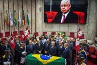 El presidente brasileño Michel Temer en el funeral del juez de la Corte Suprema Teori Zavascki, quien estaba encargado de una investigación sobre la corrupción. El juez murió en un accidente aéreo. Credit Jefferson Bernardes/Agence France-Presse -- Getty Images