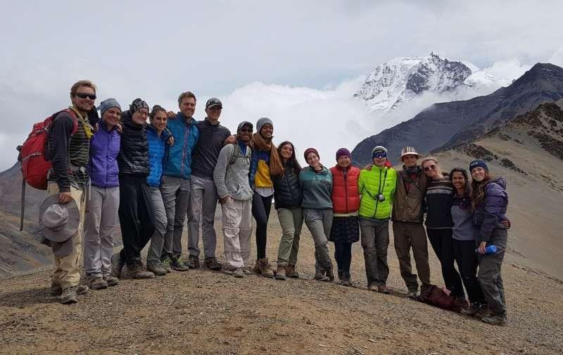 Malia Obama, en el centro, participó en una excursión educativa a la Cordillera Real en Bolivia. Bolivian Mountain Guides, vía European Pressphoto Agency