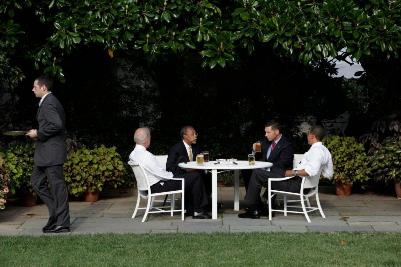 From left, Vice President Joseph R. Biden Jr., the Harvard professor Henry Louis Gates Jr., Sgt. James Crowley of the Cambridge, Mass., police and Mr. Obama gathered at the White House in 2009 for a meeting that became known as the beer summit. Credit Stephen Crowley/The New York Times