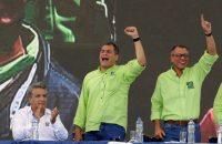 Rafael Correa, al centro, flanqueado por Lenín Moreno y Jorge Glas, candidatos a la presidencia y la vicepresidencia, durante la convención del partido Alianza País en octubre. NYTCREDIT: Dolores Ochoa/Associated Press