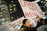 Migrantes indocumentados participaron en una protesta de la Coalición de Migración de Nueva York contra la deportación y las redadas, el 14 de febrero. Spencer Platt/Getty Images