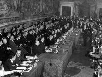 Firma del Tratado de creación de la Comunidad Económica Europea en Roma el 25 de marzo de 1957. Umberto Tupini (ASSOCIATED PRESS)