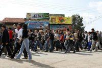Le 25 mars 2011, des habitants de la région de Cheikh Maskeen marchent vers Deraa pour soutenir les manifestants. Photo Khaled Al Hariri. Reuters.